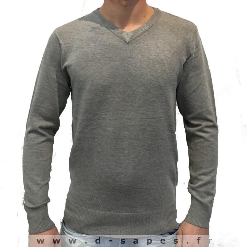 f0252e9bb0c Pull pour homme avec col v couleur gris petit prix 19.90 €. Loading zoom